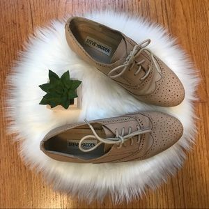 Steve Madden • Nude Leather Oxford Shoes